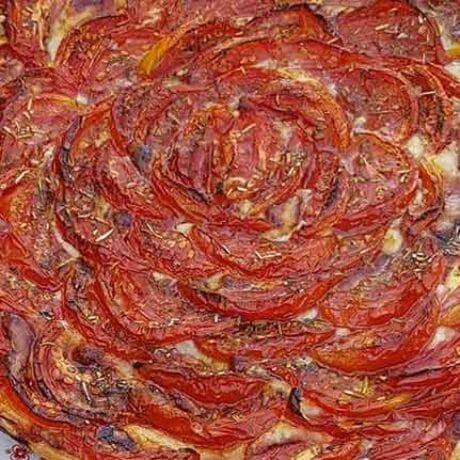Tarte à la tomate et cantal