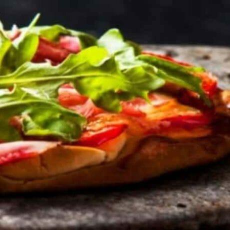 Pizza californienne grillée à la plancha