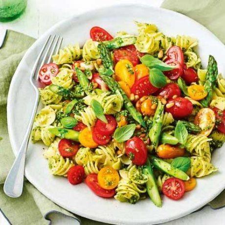 Salade tiède de pâtes aux tomates