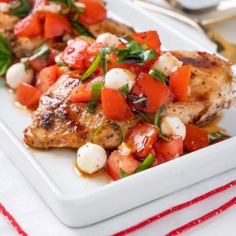 Bruschetta au poulet grillé