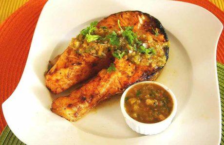 Steaks de saumon à la sauce salsa Chili-Tequila grillée