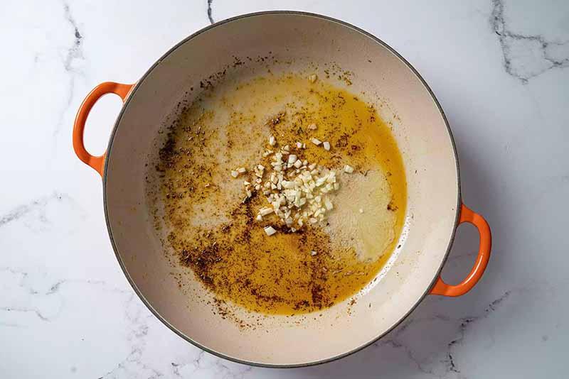 beurre et l'ail à la poêle
