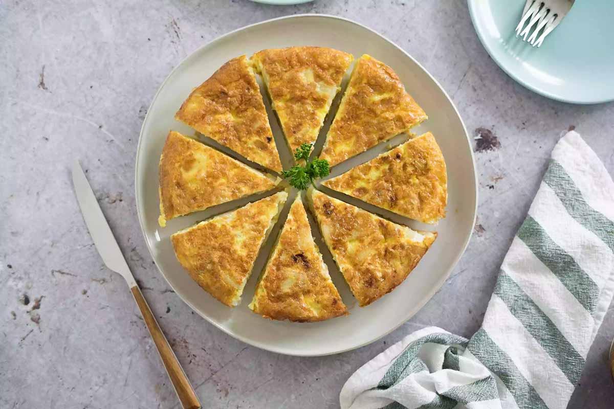 faites glisser l'omelette dans la poêle