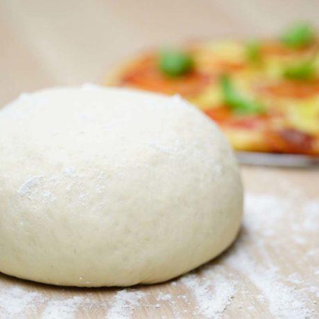 Recette de pâte à pizza à la mode New York